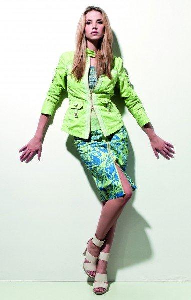 Kleid und Jacke in lindgrün bei Sportalm