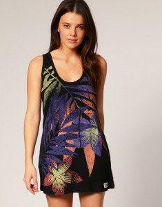 Strandkleid French Connection, ca. € 34,- Trägershirt-Kleid von French Connection. Mit farblich abgesetztem Palmenmuster, lockerem Schnitt, tiefem U-Ausschnitt vorne und hinten.