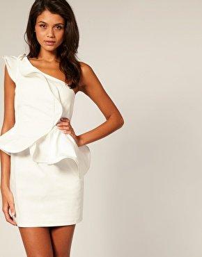 One-Shoulder Trägerkleid mit Rüschen von Forever Unique, ca. € 210,- gesehen bei Asos.com