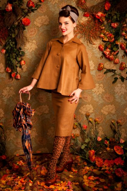 Lena Hoschek setzt auf kurze Jacken mit Trompetenärmel