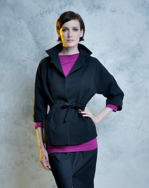 Hana Havelková ist bekannt für ihre Abendroben und Hochzeitskleider. In ihrem Studio offeriert die Designerin limitierte Kollektionen und Couture Kleider sowie handgemachte Accessoires, die jede Kollektion begleiten.