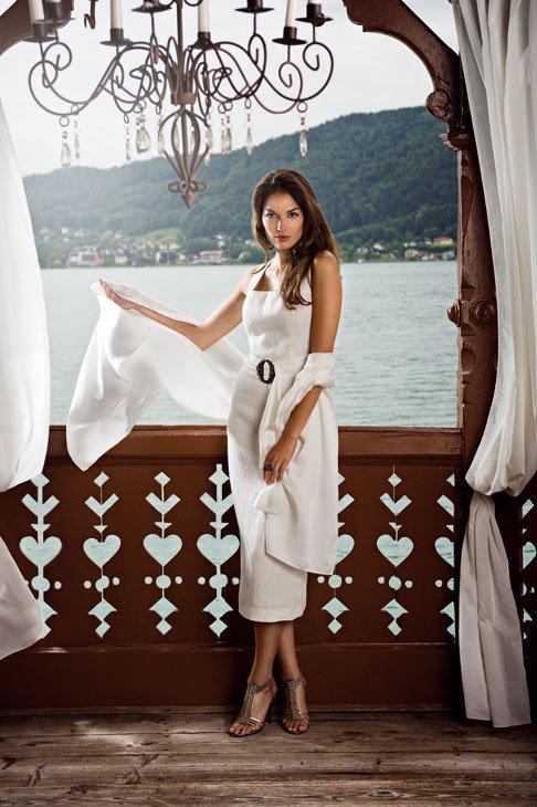 Mothwurf Kleid elegant, ecru mit Stola
