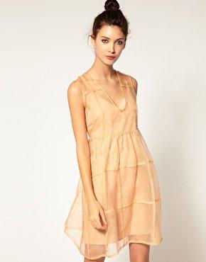 Nudefarbiges Sommerkleid von Antipodium