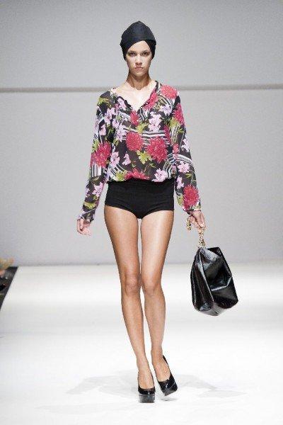 Shorts und Bluse im Blumenprint