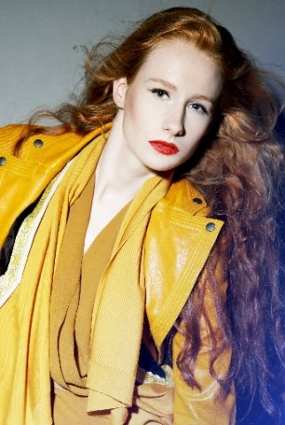 Selina Keplinger in den Modefarben 2012
